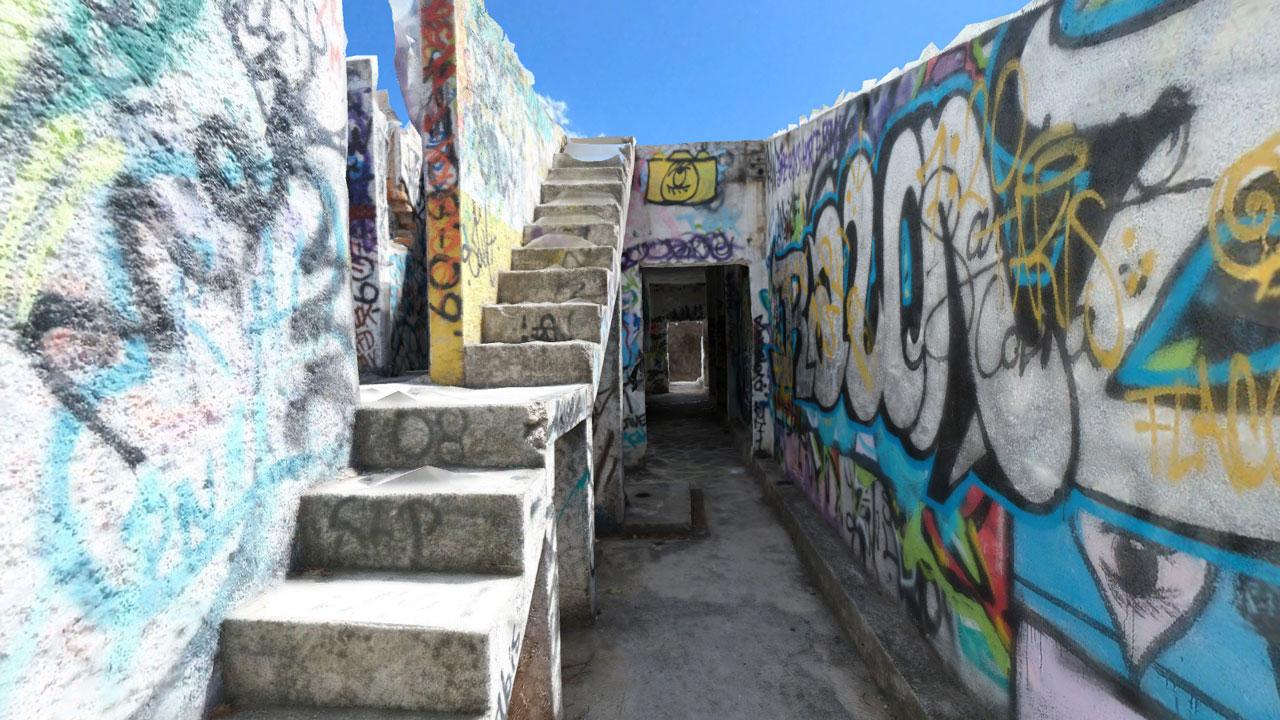 Explore the Graffities of Atlantis - Abandoned Aquatic Park in Mexico City!